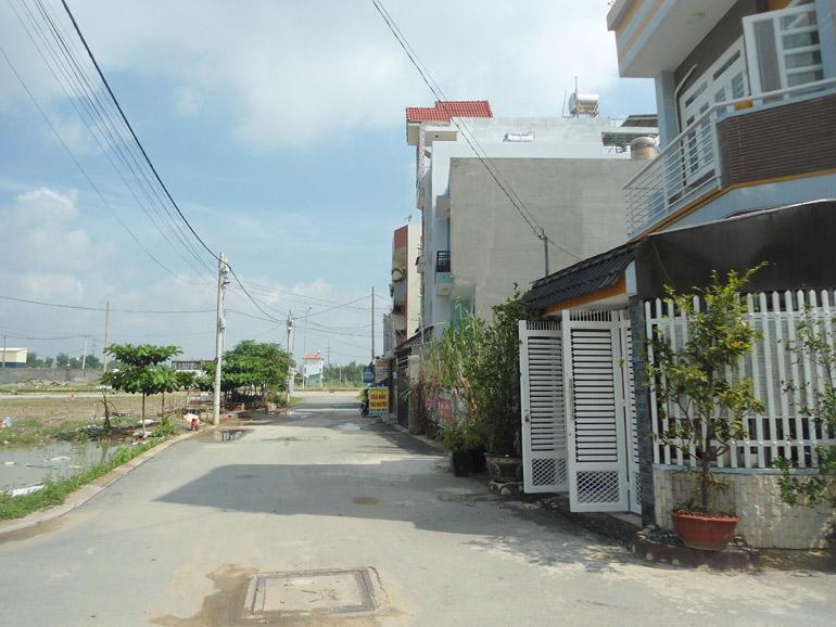 Bán lô đất đường 990 vô cảng Phú Hữu, Quận 9