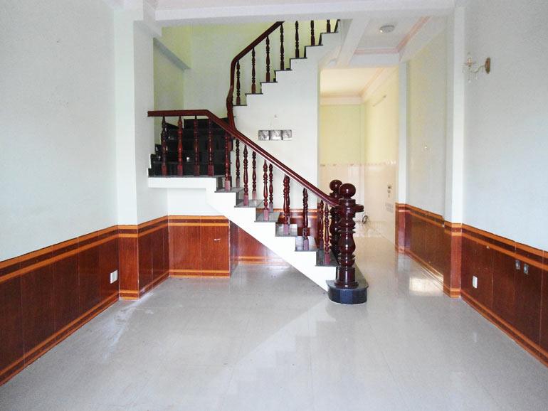 Bán nhà ở phường Phú Hữu 1 trệt 2 lầu mái đổ giá rẻ